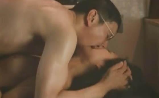 【吉本多香美】映画「皆月」よりソープ嬢だが客の奥田瑛二と商売抜きで親密になりSEXするシーン