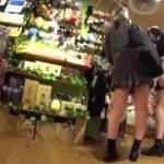 【パンチラ盗撮】二人連れのJKを徹底追跡してパンティの食い込みを見事撮影!