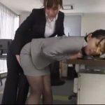 【佐々木あき】会社の昼休みに先輩女子とレズプレイしていておしっこまでかけられちゃいましたw