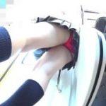 【パンチラ盗撮】茶髪の可愛いギャルを徹底マークしてスカートの中の赤いパンティを撮りまくりましたw