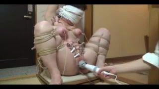 【調教個人撮影】目隠しして緊縛した三十路のお姉さんを電マで逝かせる!