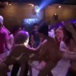 【乱交パーティー個人撮影】ハプニングバーで泥酔した客たちがハメまくるw
