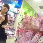 【パンチラ盗撮】可愛いショップ店員を執念で最後になんとかパンティ激撮!