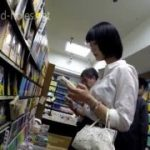 【パンチラ盗撮】清純そうなお姉さんを本屋で見つけ追跡したらやっぱりパンティも純白でしたw