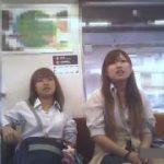 【パンチラ盗撮】電車に生意気そうなJK2人組がいたので懲らしめるためパンティを隠し撮りしてやりましたw