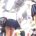 【パンチラ盗撮】ミニスカの激カワJK2人組を街中で追跡して純白パンティ逆さ撮り!