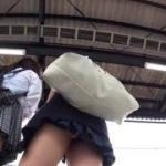 【パンチラ盗撮】学校は違えど親友のJK2人が電車を待つ間に逆さ撮りでしっかり撮影しましたw