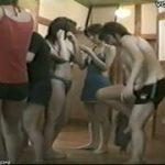 【女湯盗撮】温泉に若い娘の集団が来たので脱衣所の様子を隠し撮り!恥じらいがありますw