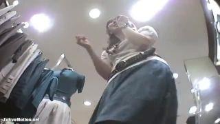 【パンチラ盗撮】可愛いブーツのブティック店員さんは意外にも純白パンティでしたw
