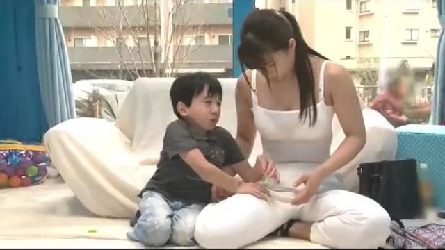 【マジックミラー号】小人男が子供になりきり保育士を目指す女子大生にハメる!