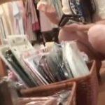 【パンチラ盗撮】しゃがんで買い物をしているお姉さんのパンティからマ〇コ見えてますよw