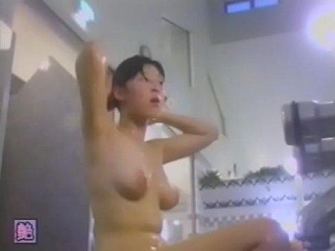 【女湯盗撮】とある日の某温泉の様子、女撮り師が頑張って色んなシーンを撮影!