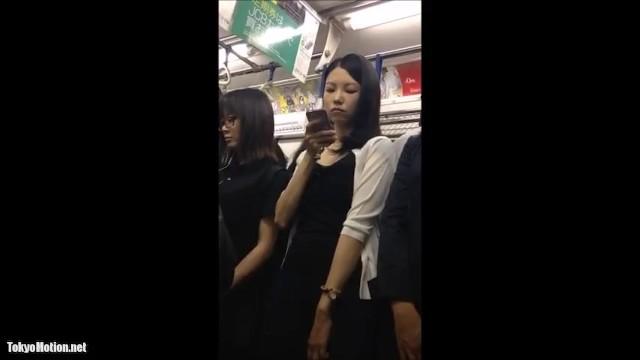 【パンチラ盗撮】エスカレーターと電車内での綺麗なお姉さんを逆さ撮り!(顔出し有)