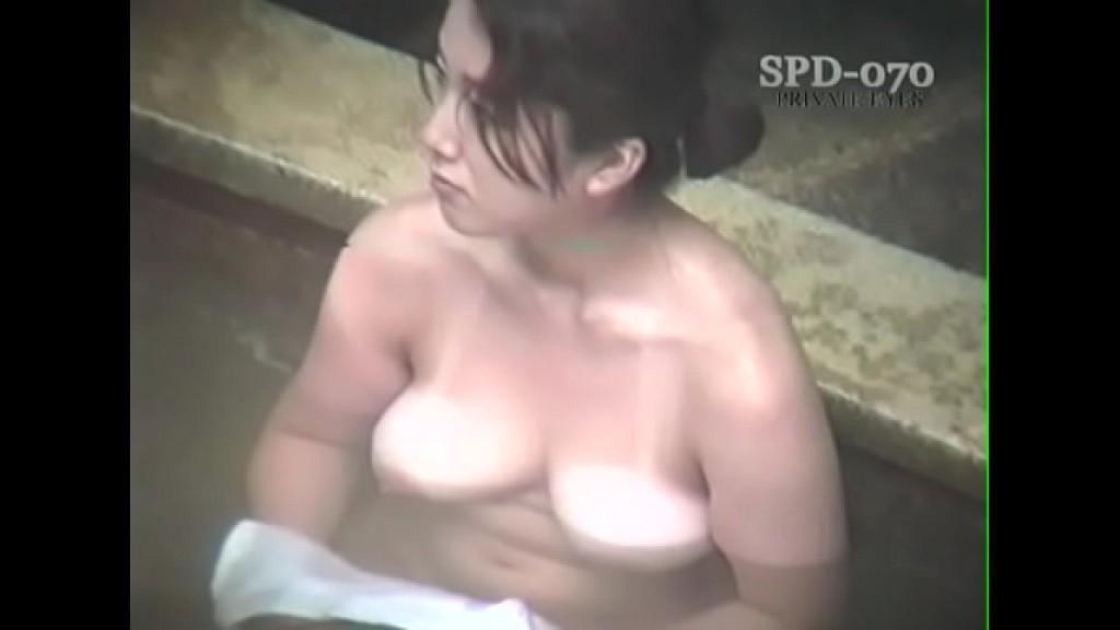 【露天風呂盗撮】特選熟女編!おばさんだけに巨乳の方が多いですw