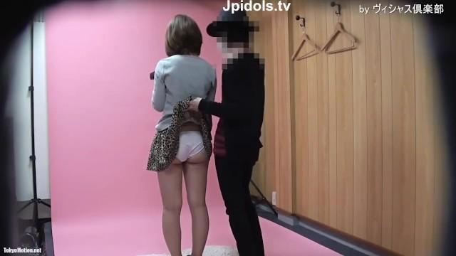 【パンチラ盗撮】素人個人撮影会!茶髪娘に大胆なポーズをとらせてパンティ激撮!