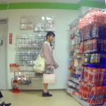 【パンチラ盗撮】コンビニやスーパーで買い物中の私服JKのパンティ隠し撮り集