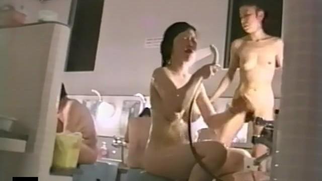 【女湯盗撮】銭湯で女撮り師が見つけたいいおっぱいしたお姉さん達の洗身の模様