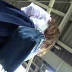 【パンチラ盗撮】茶髪の可愛いJKを連日追いかけ逆さ撮りに成功しましたw