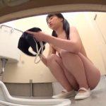 【放尿盗撮】スク水の少女達がトイレに駆け込むが間に合わずおしっこを漏らしてしまう件