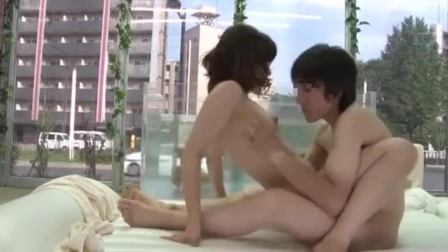 【マジックミラー号】大学で同じゼミの飲み友達がMM号で混浴からのセックス!