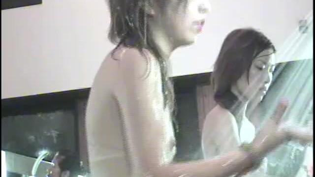 【女湯盗撮】町の銭湯で女撮り師が可愛い2人組の洗髪の様子を隠し撮り!
