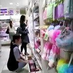 【パンチラ盗撮】化粧品売り場で商品の補充をしている店員さんのパンティ撮影!