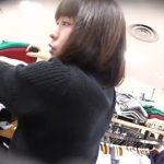 【パンチラ盗撮】可愛いアパレル店員さんのパンスト越しの白パンを逆さ撮り!
