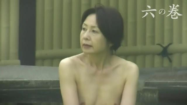 【露天風呂盗撮】某温泉にて露天風呂でリラックスする巨乳豊満な熟女たち