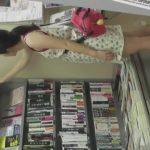 【パンチラ盗撮】本屋に来ていた私服JCの姿撮りからパンチラ逆さ撮りまで