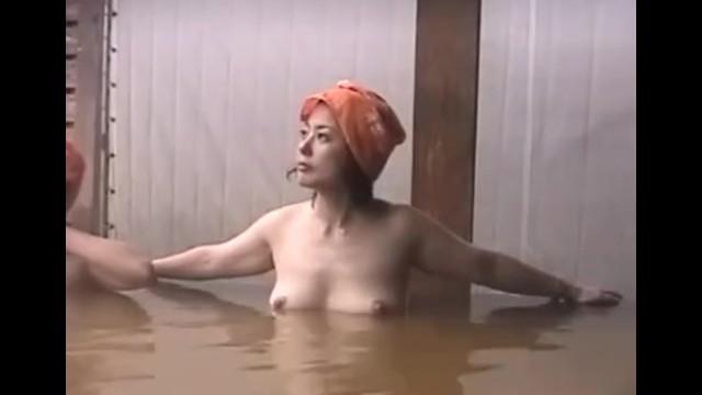 【女湯盗撮】温泉の湯船でくつろぎ杉田かおる似のお姉さんを集中撮影!