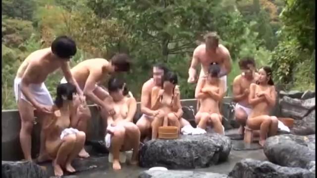 【混浴盗撮】初心な黒髪少女達が温泉旅行でおっさんの生チンポで性に芽生えるw