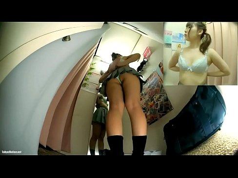 【試着室盗撮】制服JKがブラを選び試着する模様を完全に隠し撮りできましたw