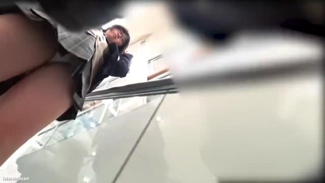 【パンチラ盗撮】一人のJKを徹底的に付け回して撮影したパンチラ集