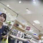 【パンチラ盗撮】初心そうなアパレル店員に服の相談をするフリをして逆さ撮り!